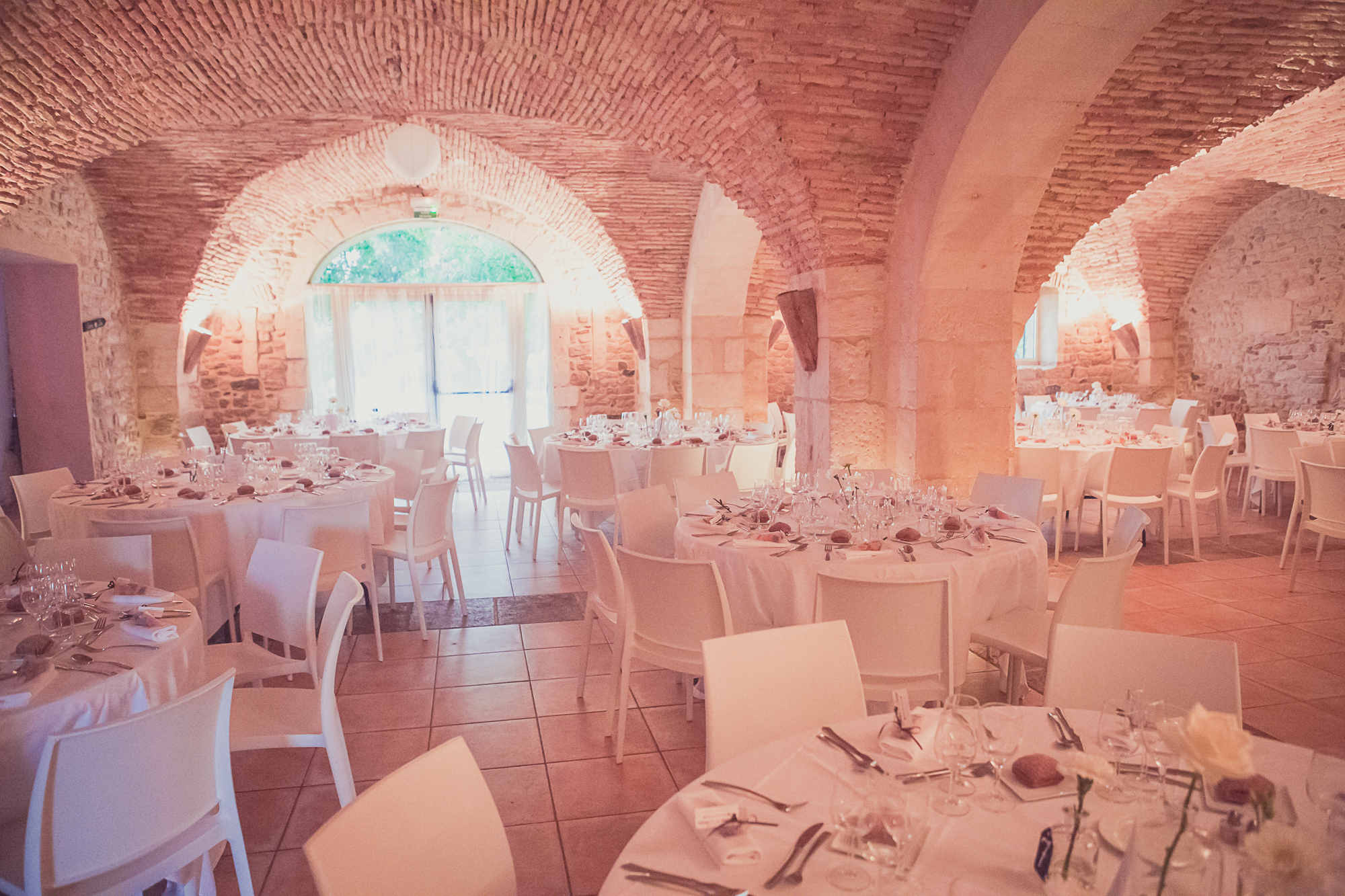 Versionluxe Deco Blanche Chic Epuree Salle Mariage Pierres